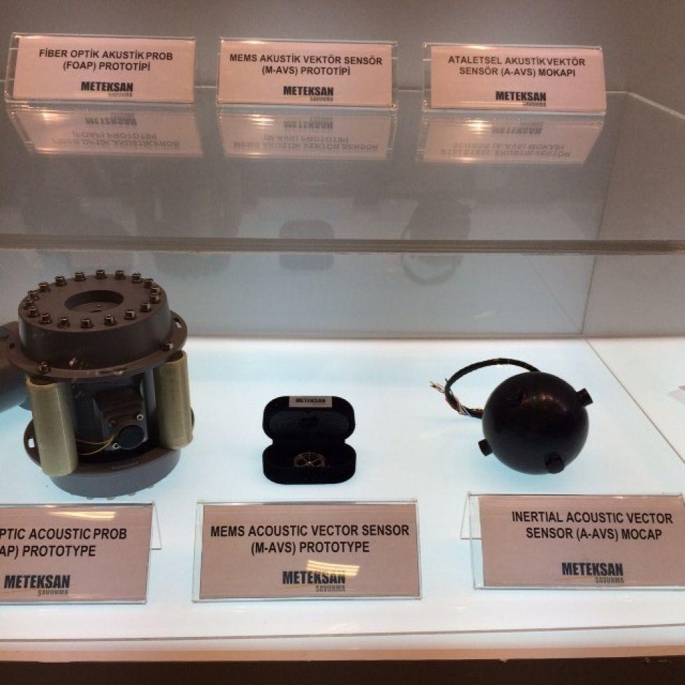 Development of an Acoustic Vector Sensor using Micro-Manufacturing Techologies